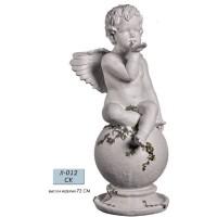 Ангел на шаре с листочками